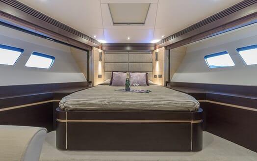 Motor Yacht Seawater guest cabin