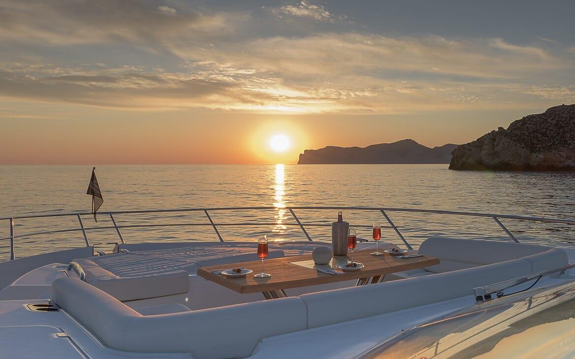 Motor Yacht Seawater bow