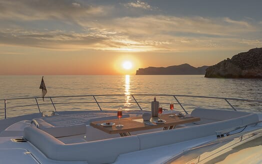Motor Yacht Seawater bow