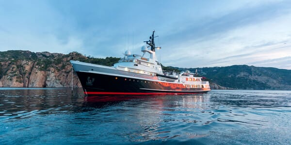 Motor Yacht ITASCA Profile Sunset