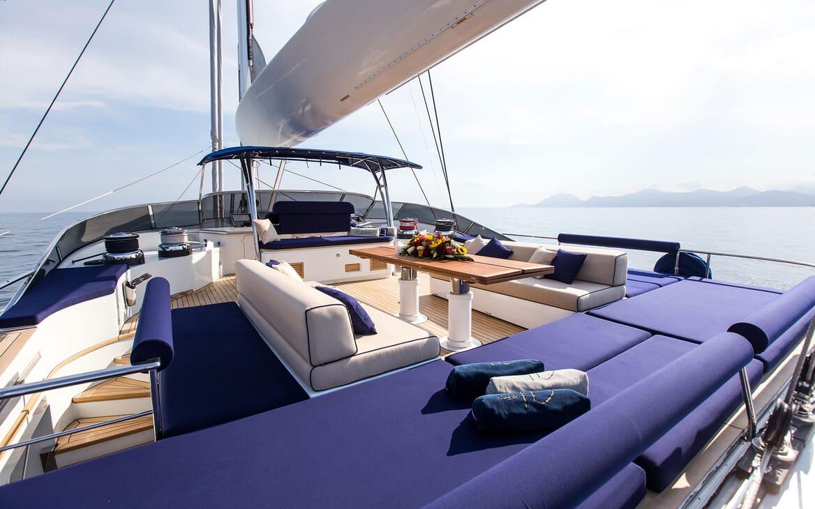 Sailing Yacht HUTIANE Sun Deck Seating