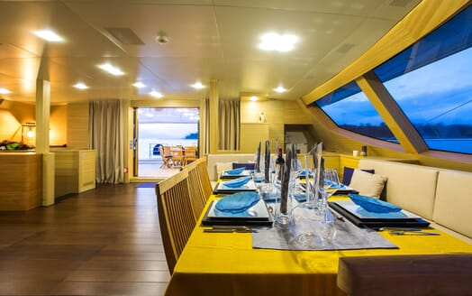 Sailing Yacht HUTIANE Saloon Dining Table