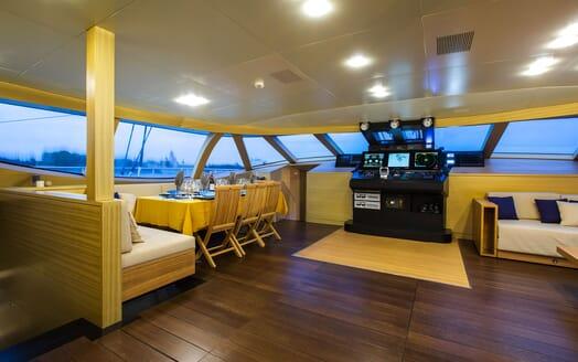 Sailing Yacht HUTIANE Wheelhouse