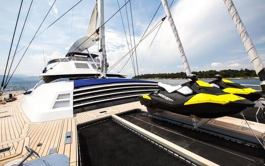 Sailing Yacht HUTIANE Bow Jetskis