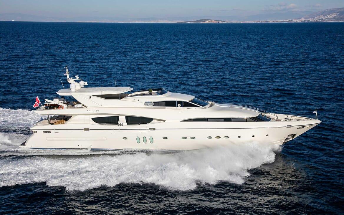 Motor Yacht Rini underway