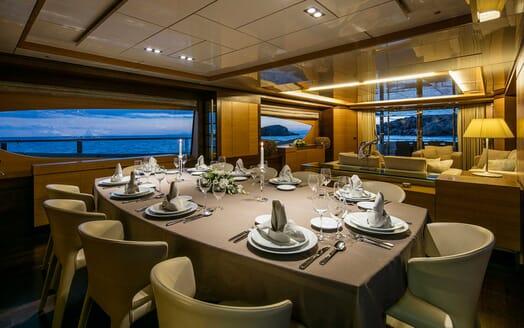 Motor Yacht Rini dining area
