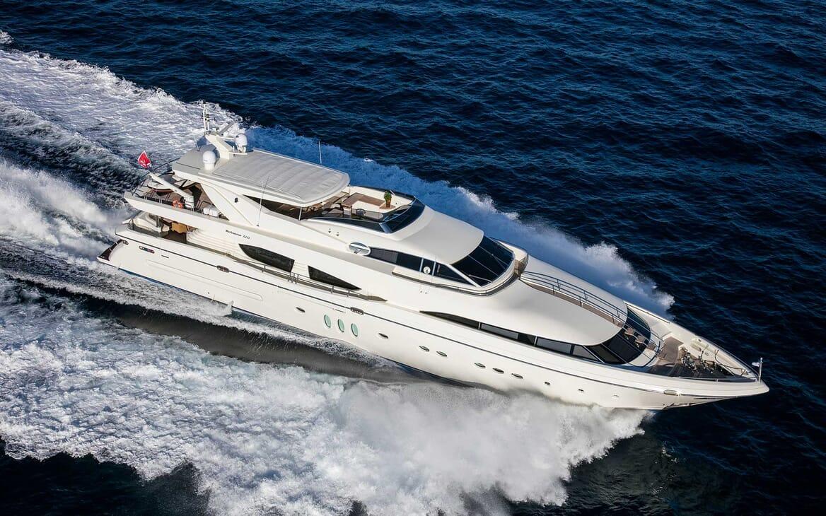 Motor Yacht Rini running shot