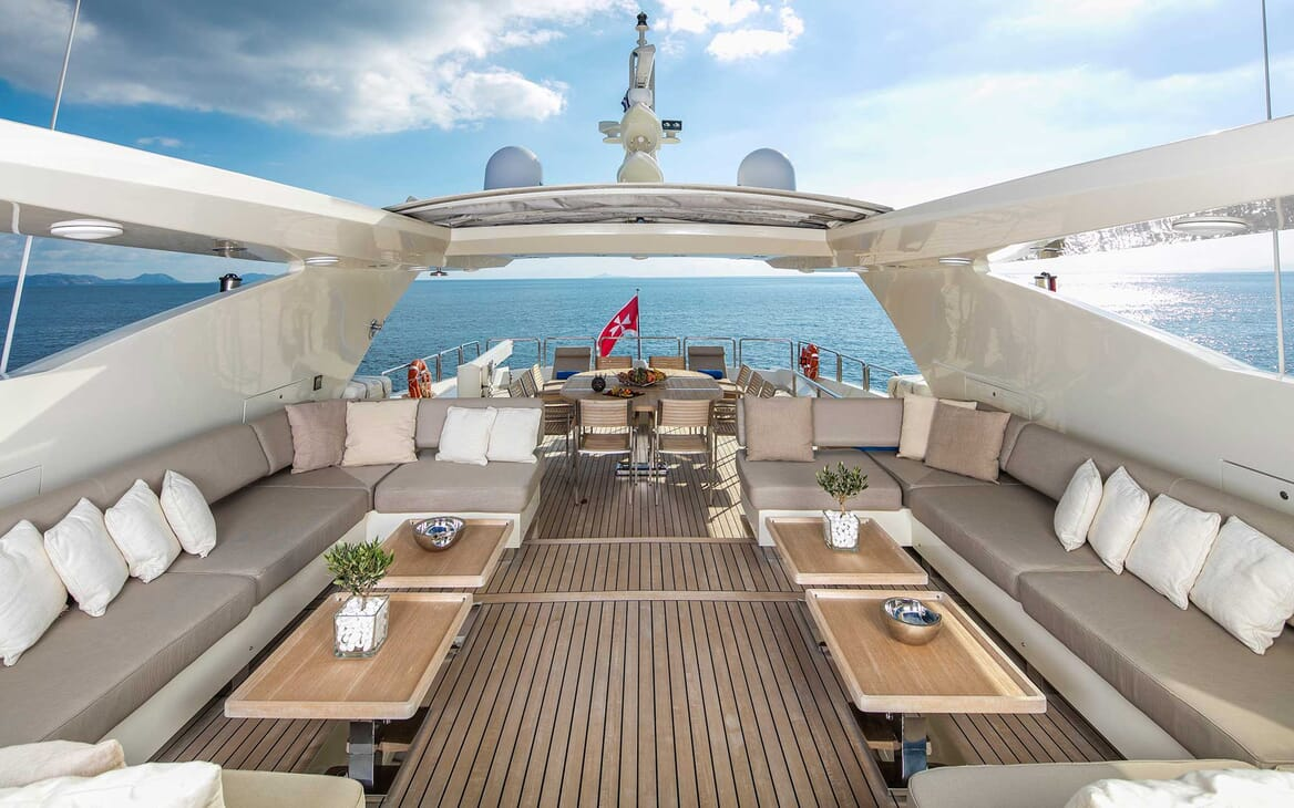 Motor Yacht Rini deck