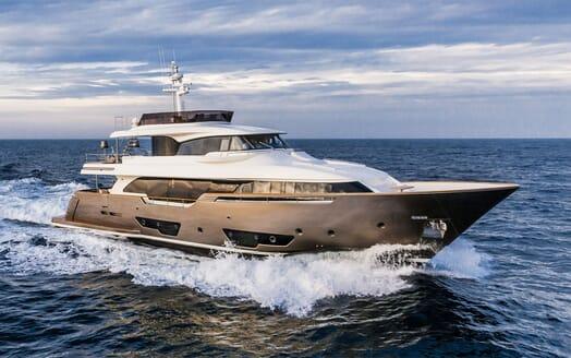 Motor Yacht YVONNE Profile