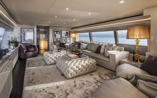 Motor Yacht YVONNE Main Saloon
