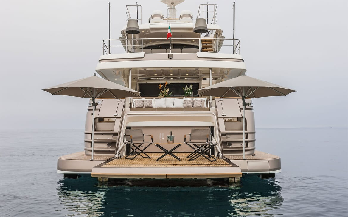 Motor Yacht YVONNE Aft View