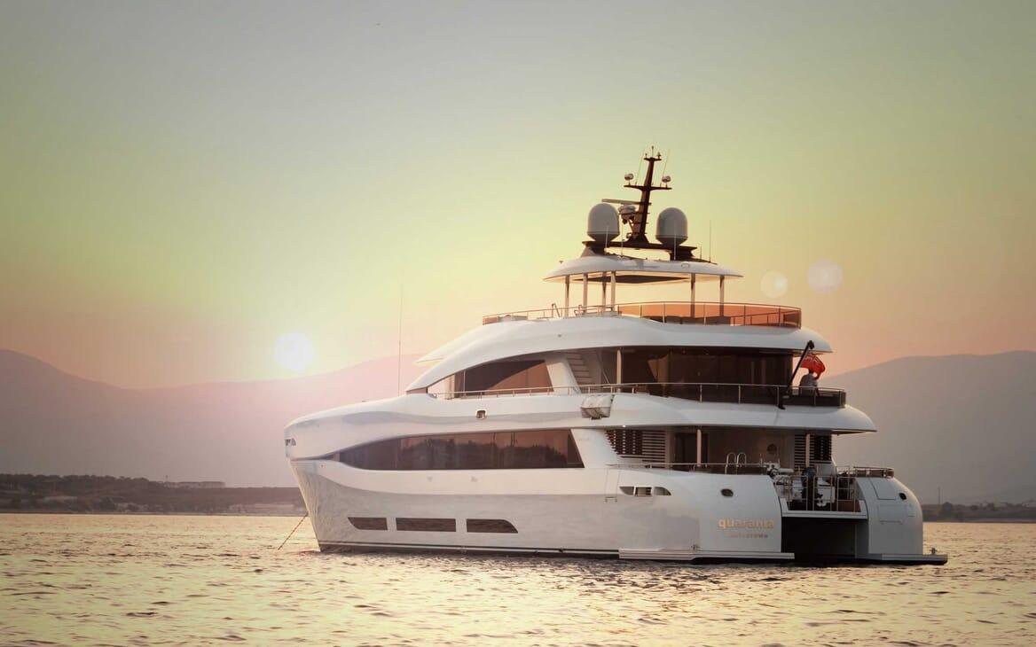 Motor Yacht Quaranta aft shot