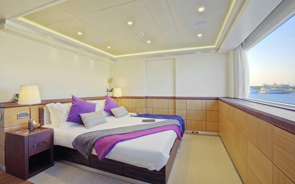 Motor Yacht Quaranta master cabin