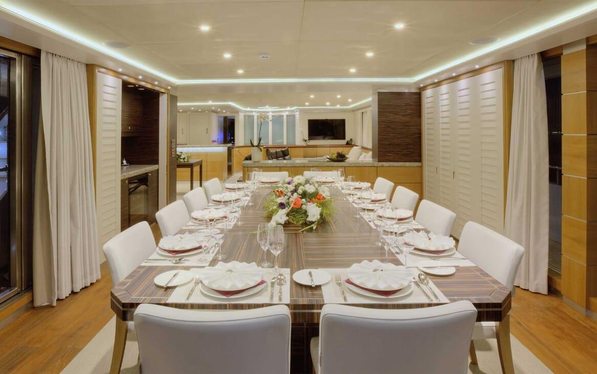 Motor Yacht Quaranta dining