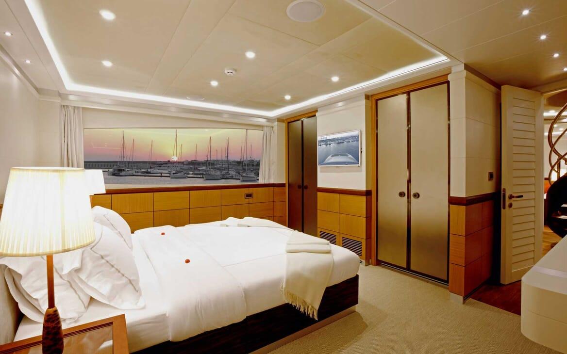 Motor Yacht Quaranta guest cabin