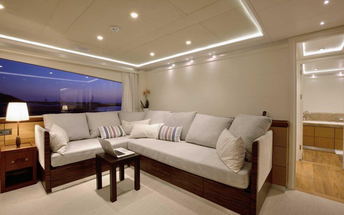 Motor Yacht Quaranta seating