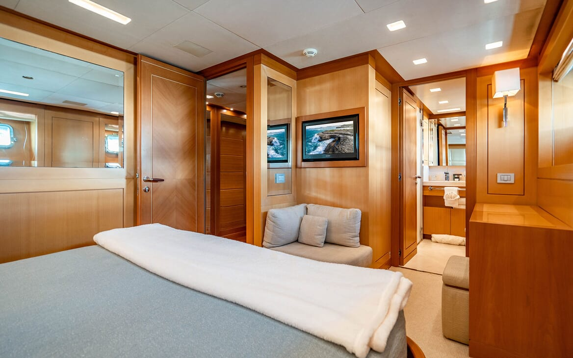 Motor Yacht LOVEBUG Guest Double Stateroom