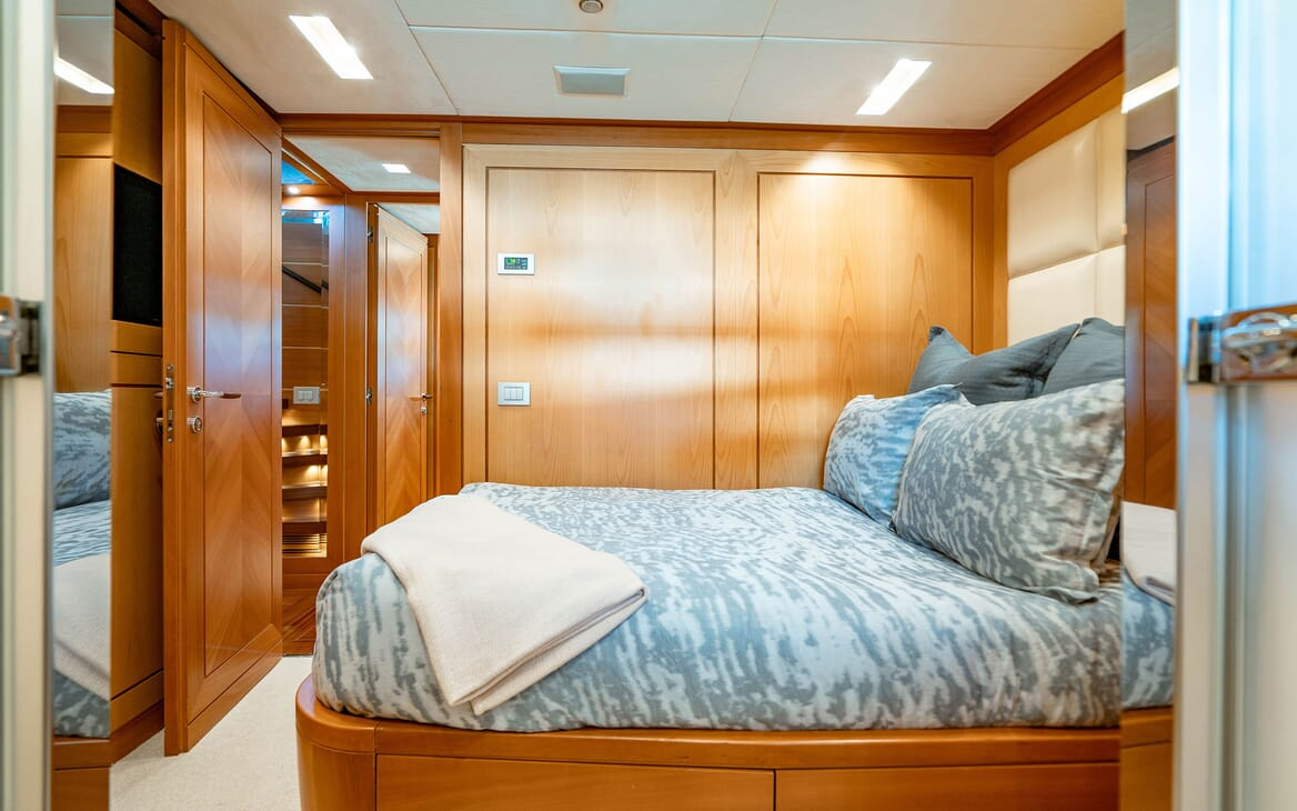 Motor Yacht LOVEBUG Second Guest Double Stateroom