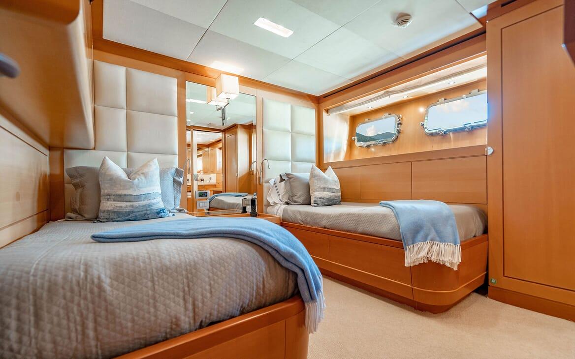Motor Yacht LOVEBUG Guest Twin Stateroom