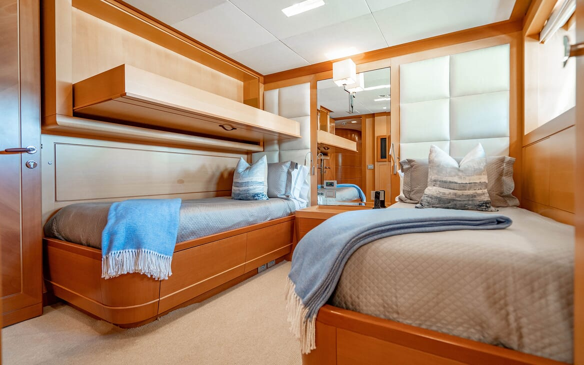 Motor Yacht LOVEBUG Guest Twin Stateroom with Pullman