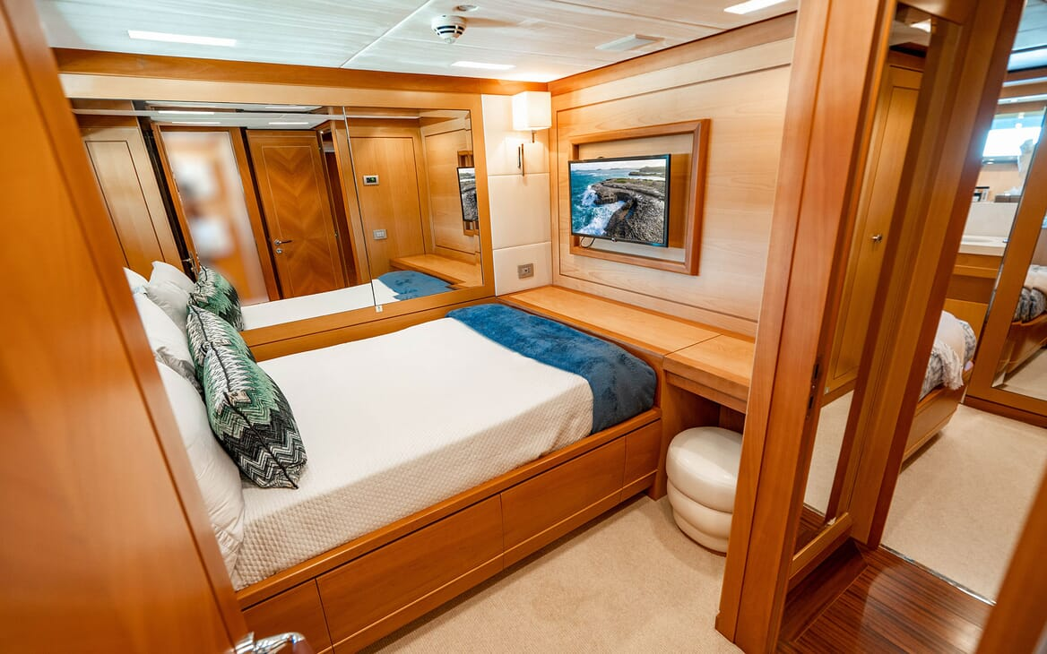 Motor Yacht LOVEBUG Third Guest Double Stateroom
