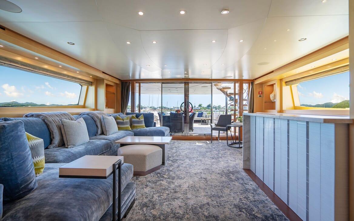 Motor Yacht LOVEBUG Skylounge