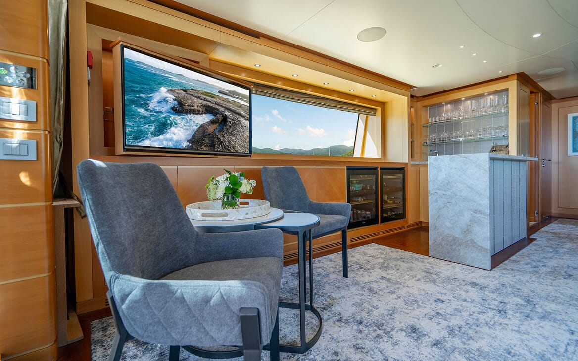 Motor Yacht LOVEBUG Skylounge Bar Area