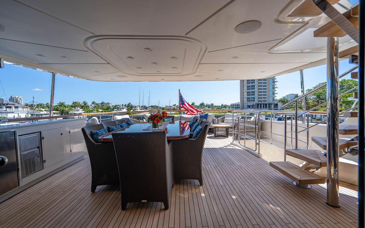 Motor Yacht LOVEBUG Aft Deck Dining Table
