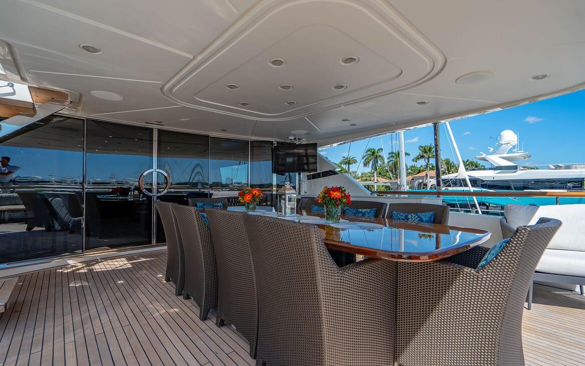 Motor Yacht LOVEBUG Aft Deck Dining