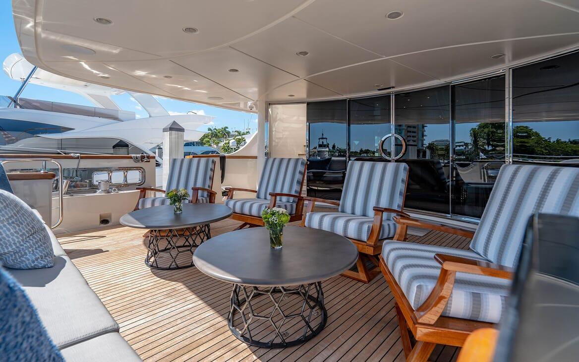 Motor Yacht LOVEBUG Main Aft Deck Seating