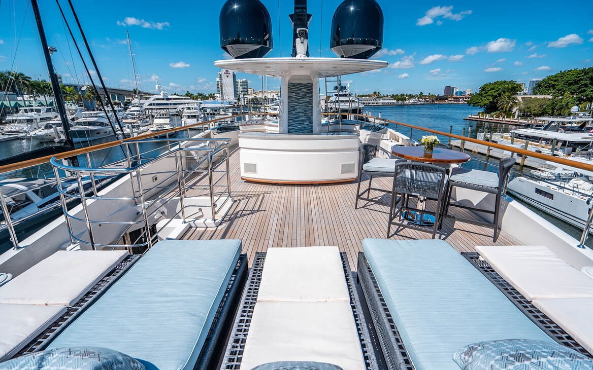 Motor Yacht LOVEBUG Sun Deck Sun loungers