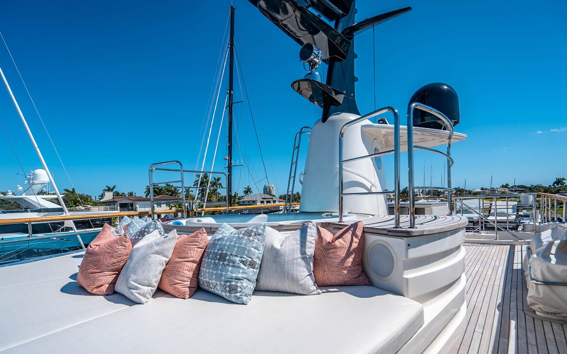 Motor Yacht LOVEBUG Sun Deck Jacuzzi