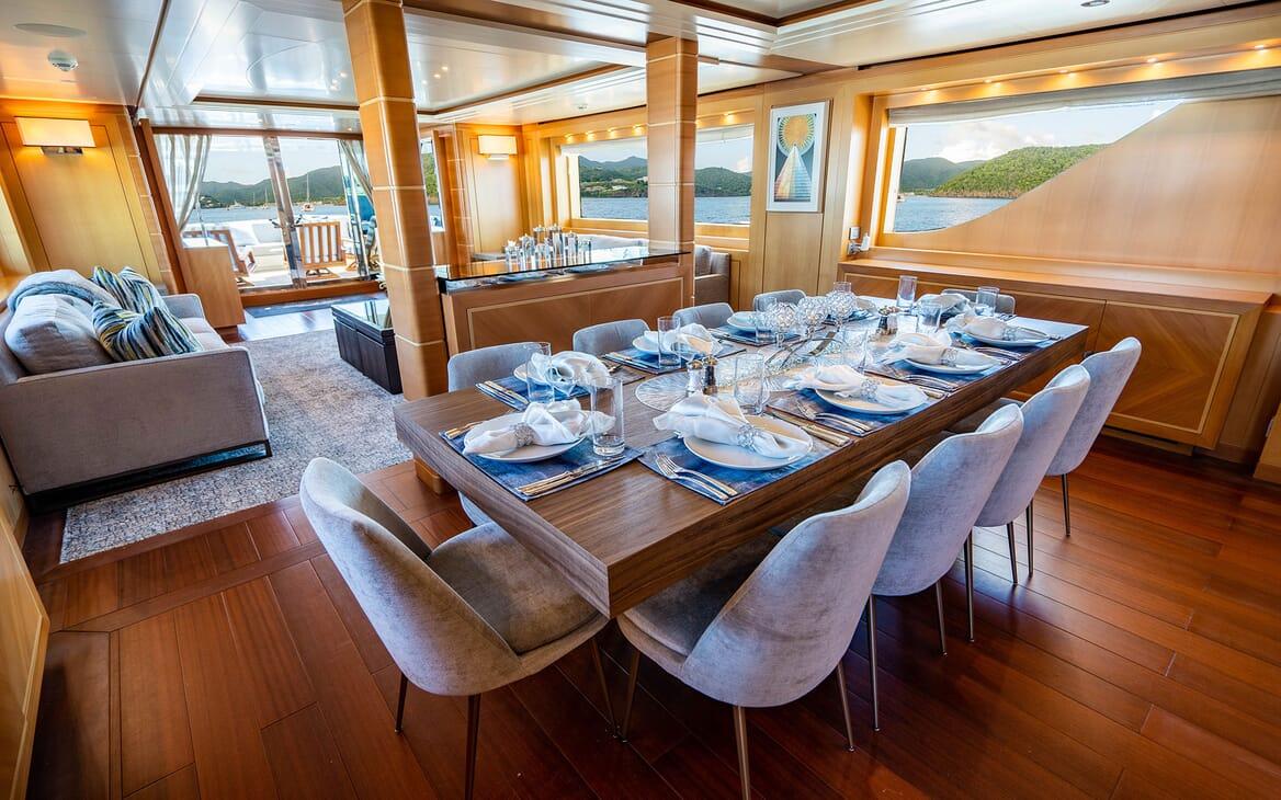 Motor Yacht LOVEBUG Dining Table