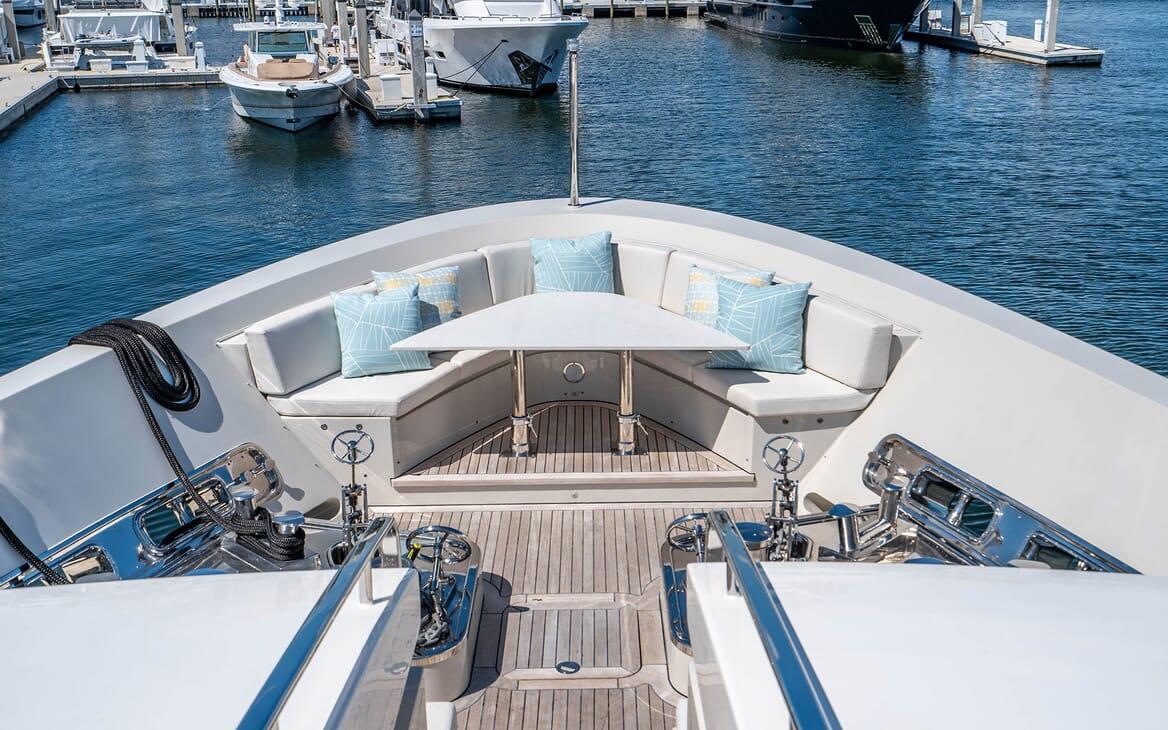 Motor Yacht LOVEBUG Bow Seating