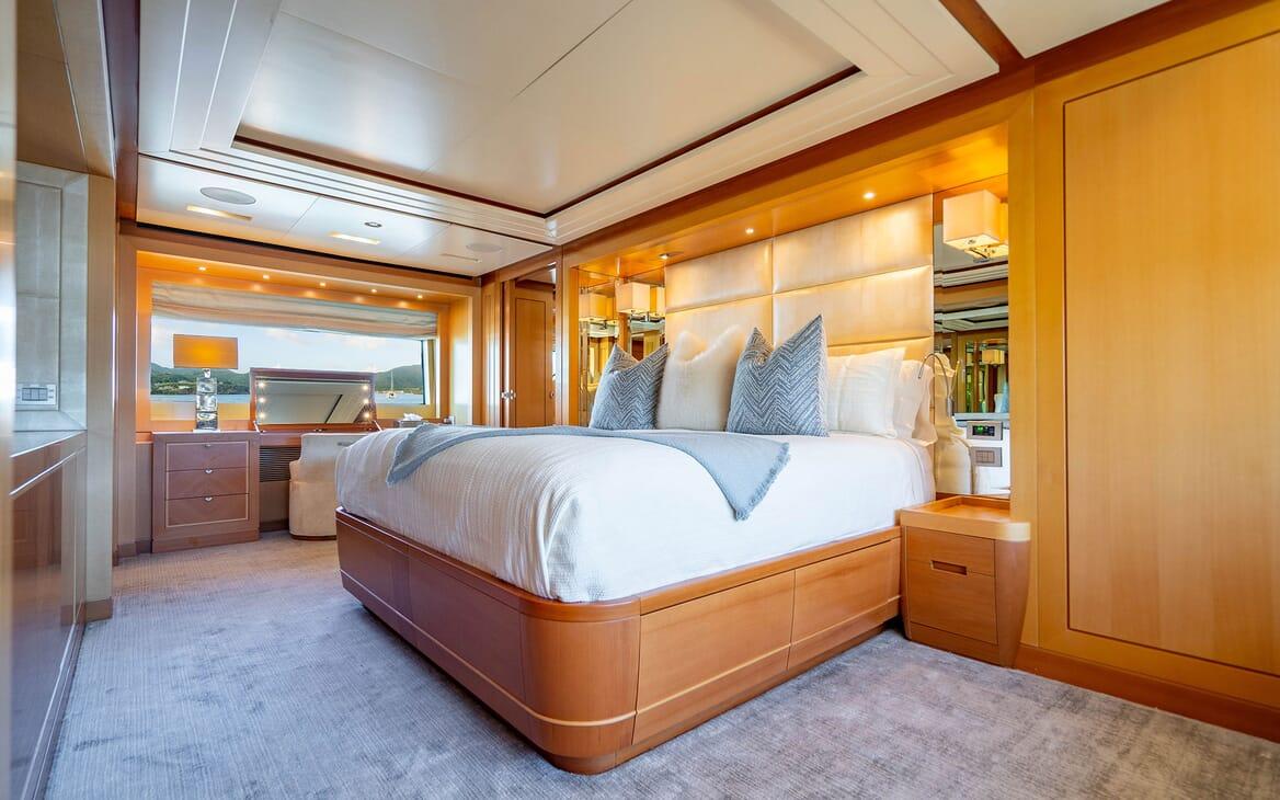 Motor Yacht LOVEBUG Master Stateroom Bed