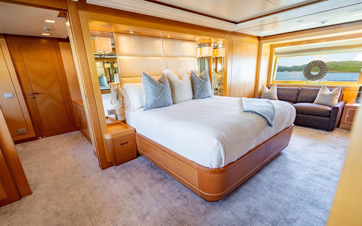 Motor Yacht LOVEBUG Master Stateroom