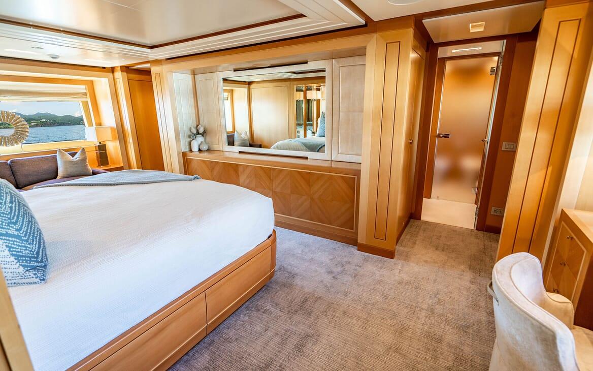 Motor Yacht LOVEBUG Master Stateroom Mirror