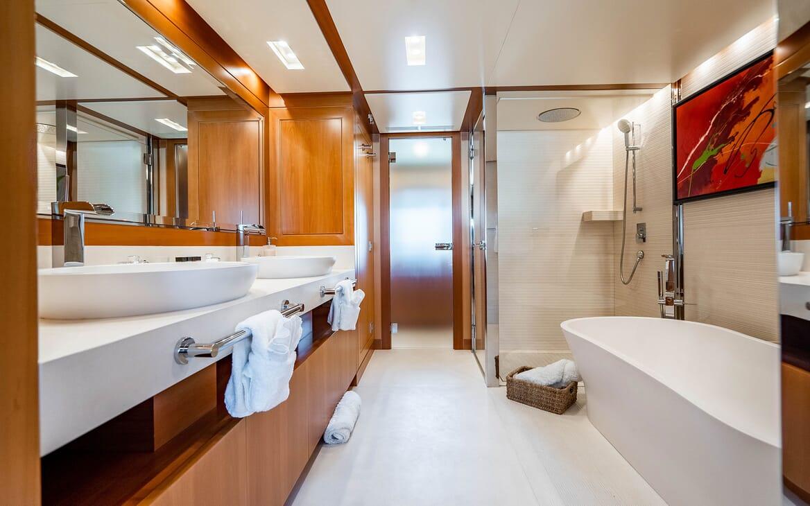 Motor Yacht LOVEBUG Master Bathroom