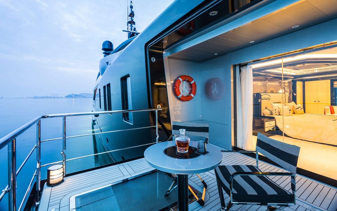 Motor Yacht OKTO Folder Down Platform