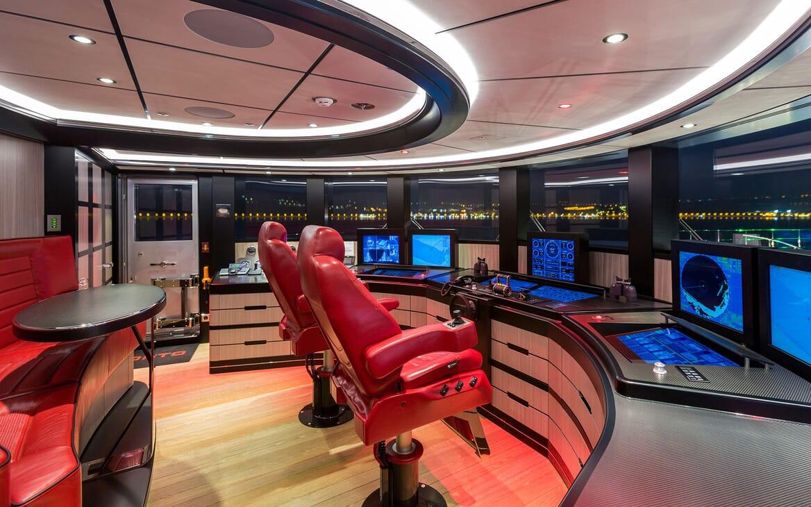 Motor Yacht OKTO Wheelhouse