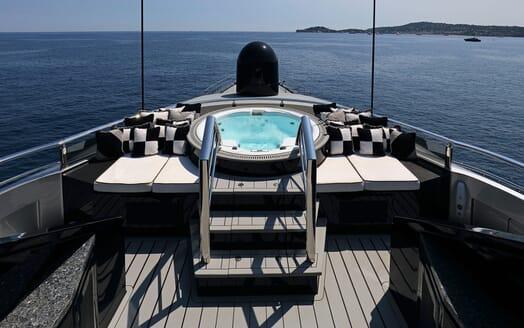 Motor Yacht OKTO Bow Jacuzzi