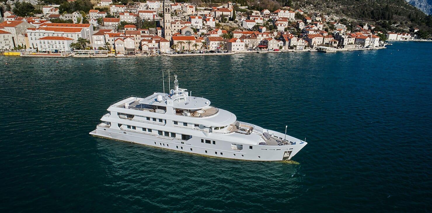 Motor Yacht DEEP STORY Profile