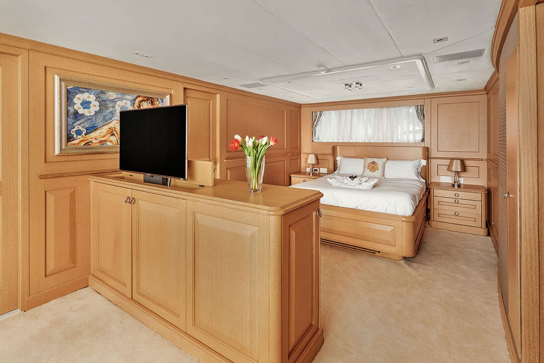 Motor Yacht DEEP STORY Double Guest Stateroom