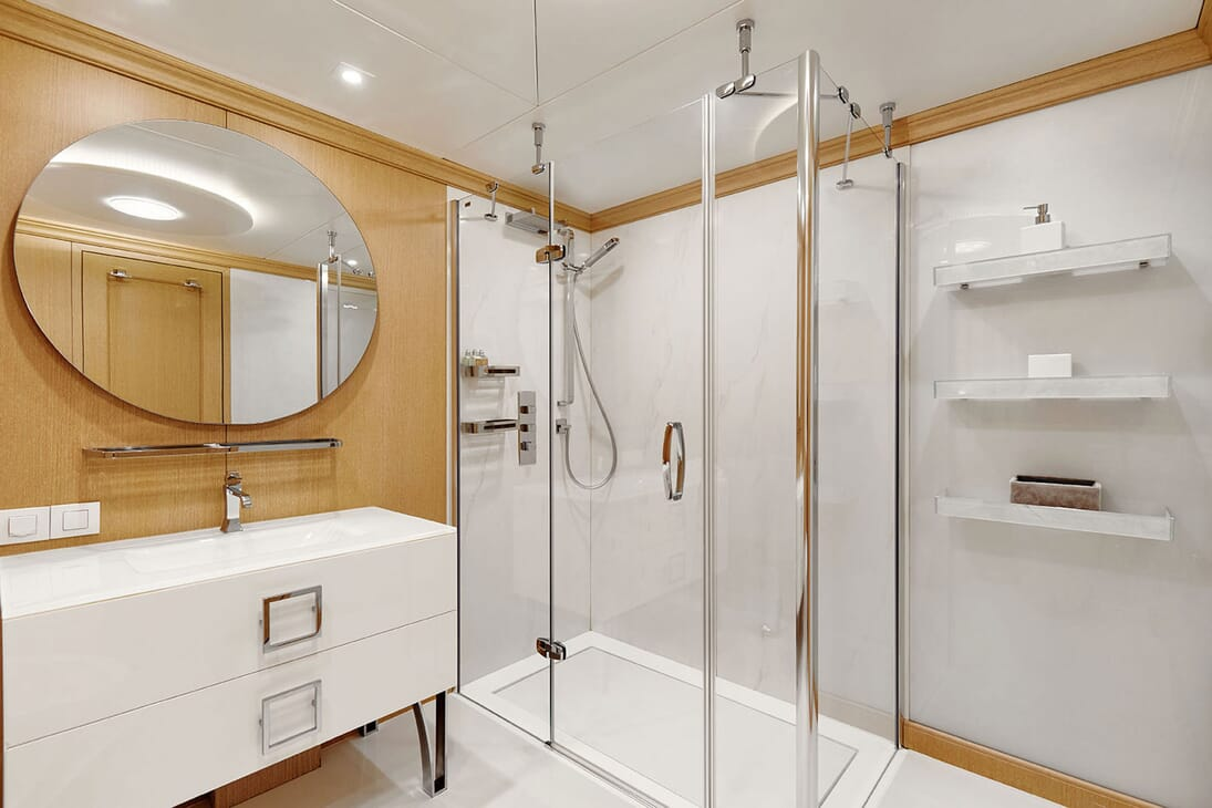 Motor Yacht DEEP STORY Bathroom