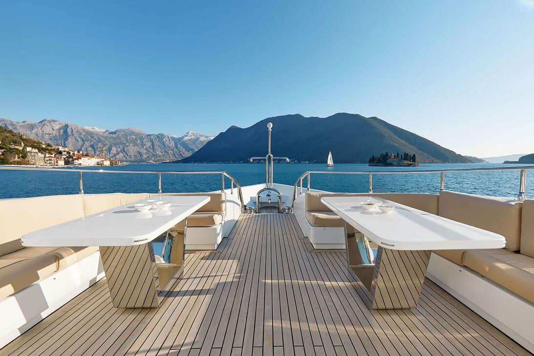 Motor Yacht DEEP STORY Forward Deck