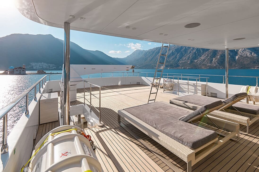 Motor Yacht DEEP STORY Aft Loungers and Crane