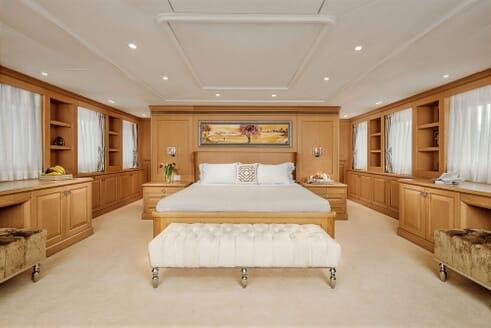Motor Yacht DEEP STORY Master Stateroom