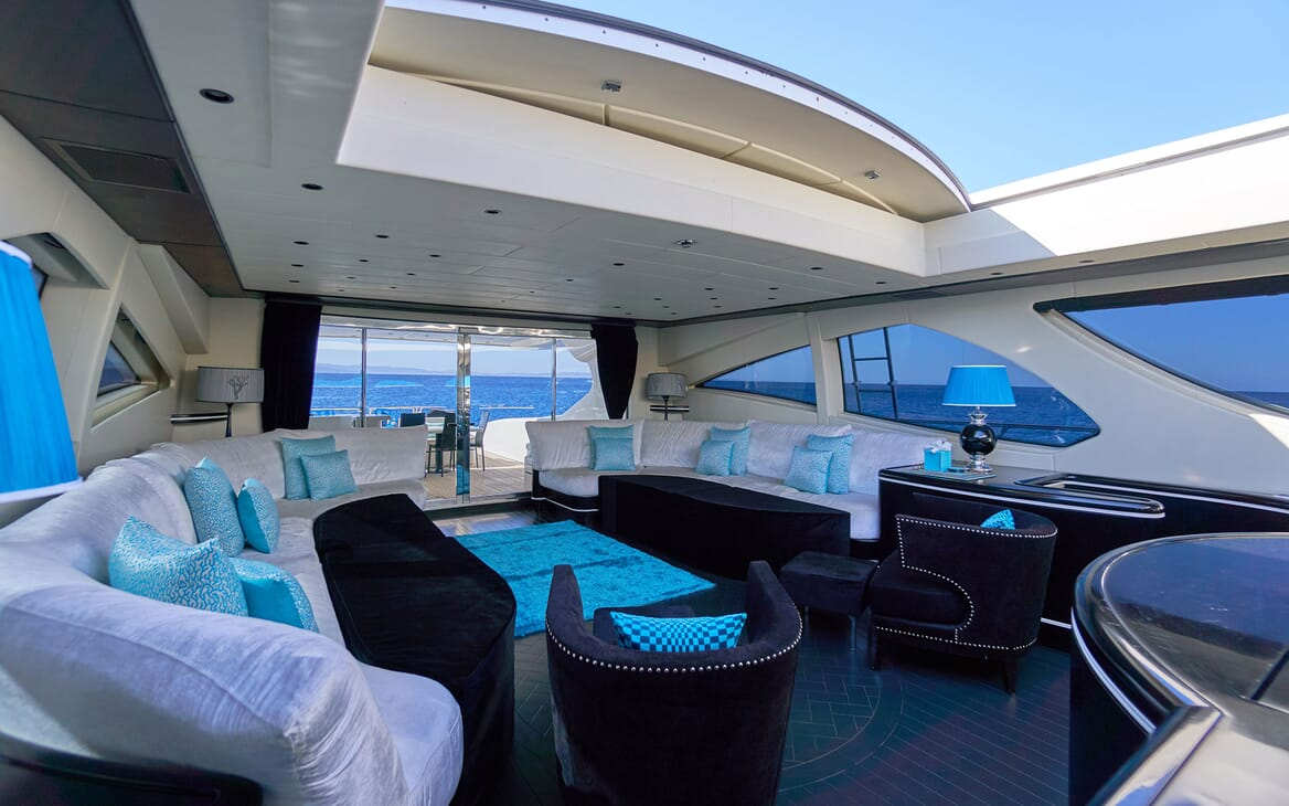 Motor Yacht SHANE Main Saloon with Roof Open