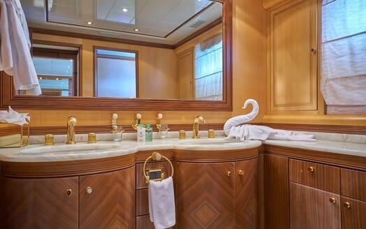 Motor Yacht SHANE Master Bathroom