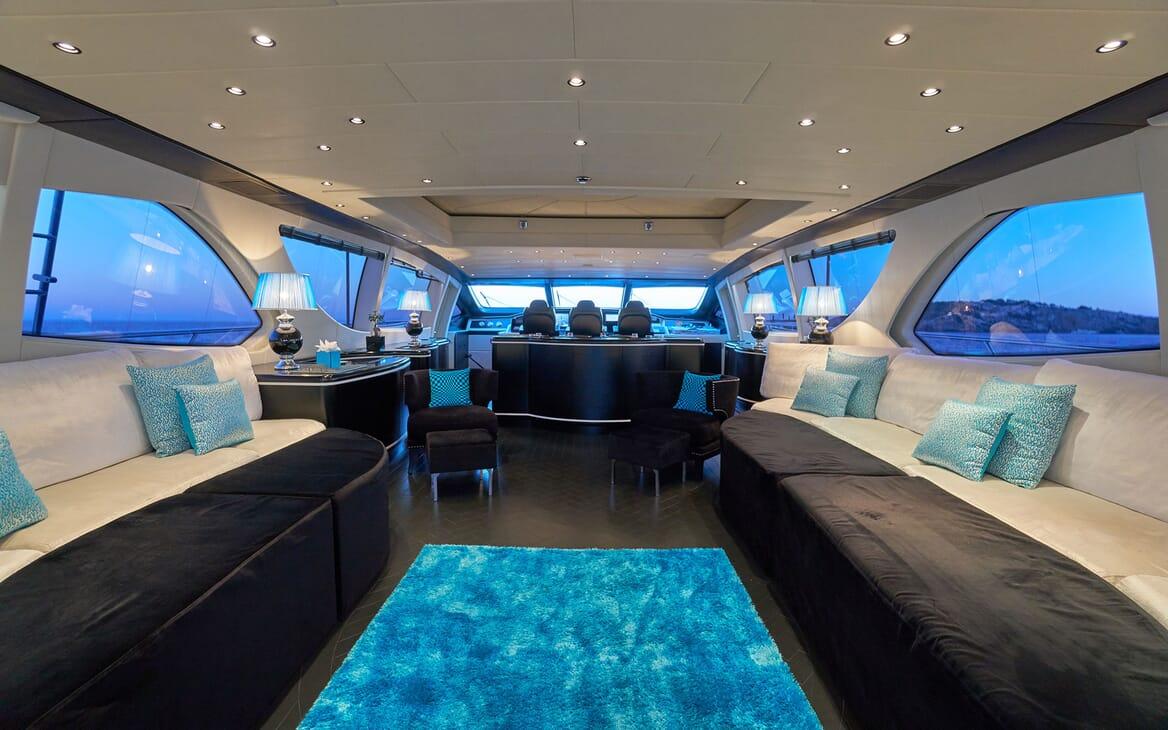 Motor Yacht SHANE Main Saloon
